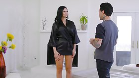 Jaw get cracking temptress Jasmine Jae gives a nuru massage added to rides a dick