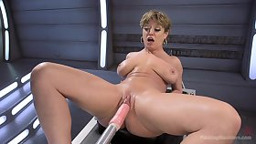 Short hair Dee Williams penetrated at hand both holes with a fuck machine